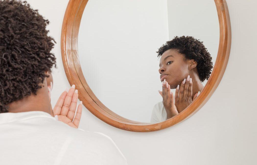Peeling AHAou BHA : quel traitement choisir ? Quels sont leurs bienfaits ?